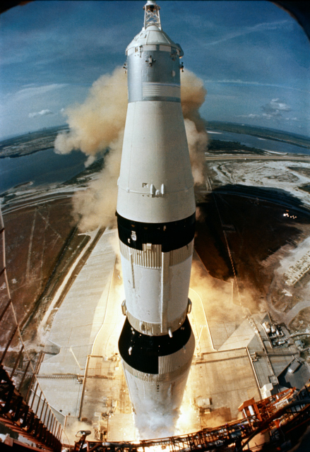 Apollo_11-Liftoff-439x640_800