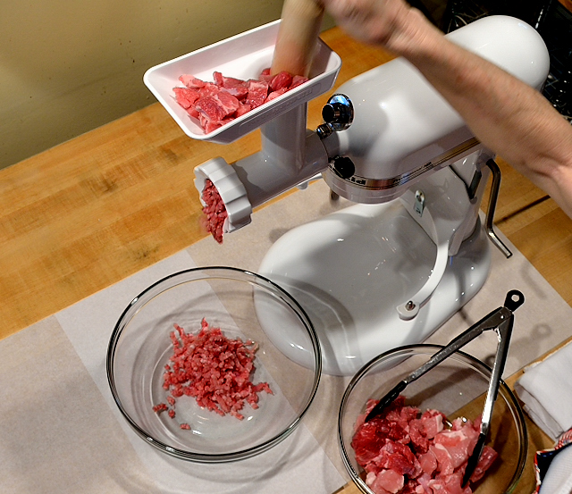 Grinding-Meat-MS-640x553-2106_796