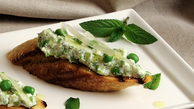 Sweet Pea and Fava Crostini with Herbs and Ricotta » Adri ...